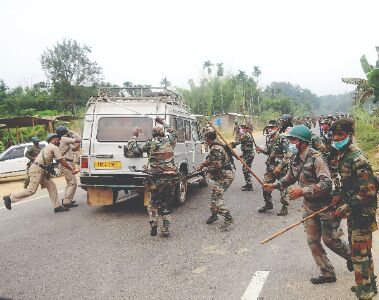 1 killed & 20 injured in police firing on picketers in Tripura