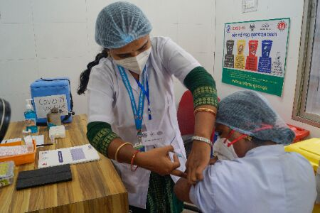 India approves Oxfords, Bharat Biotechs COVID-19 vaccines for restricted emergency use