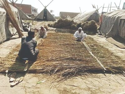 Shahjahanpur: Protesting farmers now building huts for summer