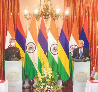 India offers $100 mn LoC to Mauritius for procurement of defence assets