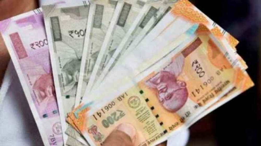 Rupee surges 16 paise to 72.33 against US dollar in early trade