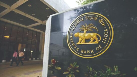 RBI asks banks to make policy   to refund interest on interest