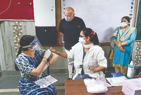 Delhi asks Centre to send in Army for beds, oxygen