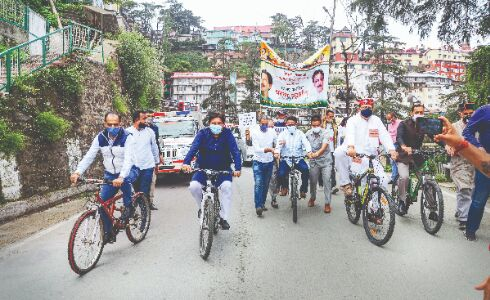 Fuel price hike: Cong protests in many parts of country