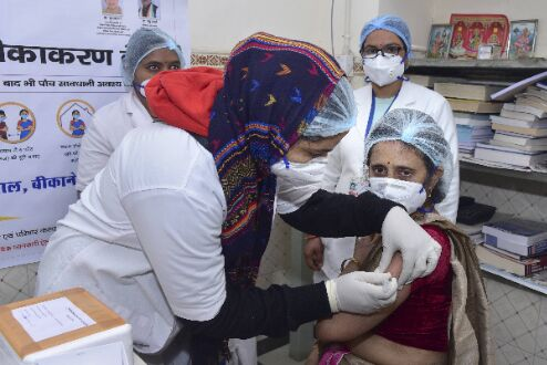 Over 73L vaccine doses available with states, UTs: Govt
