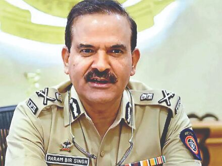 FIR against Singh, 5 other cops on charges of extortion