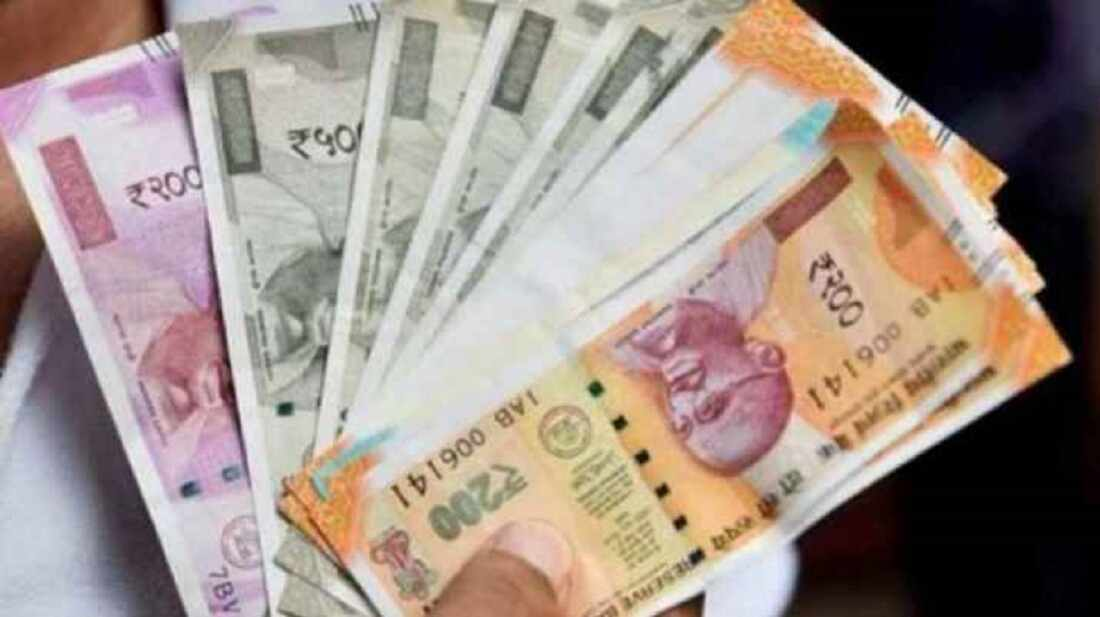 Rupee rises 7 paise to 73.61 against US dollar in early trade