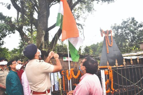 Tribute paid to martyrs on Balurghat Diwas