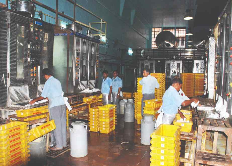 State to set up 400 Bangla Dairy outlets